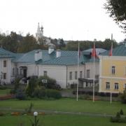 Widok centrum konferencyjnego (główny budynek i domki), hotel 4*