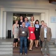 Przed wejściem do hotelu, w którym odbywała się konferencja.