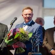 Rektor Uniwersytetu Gdańskiego prof. Bernard Lammek, Senator Edmund Wittbrodt oraz Nagrodzony prof. Skowron.